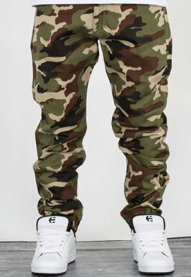 Spodnie Mass Jogger Base Sneaker Fit woodland camo